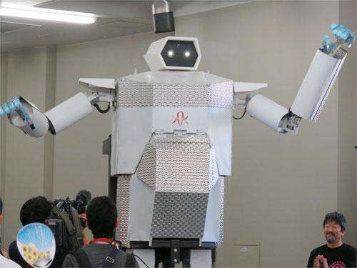 4メートル二足歩行ロボット